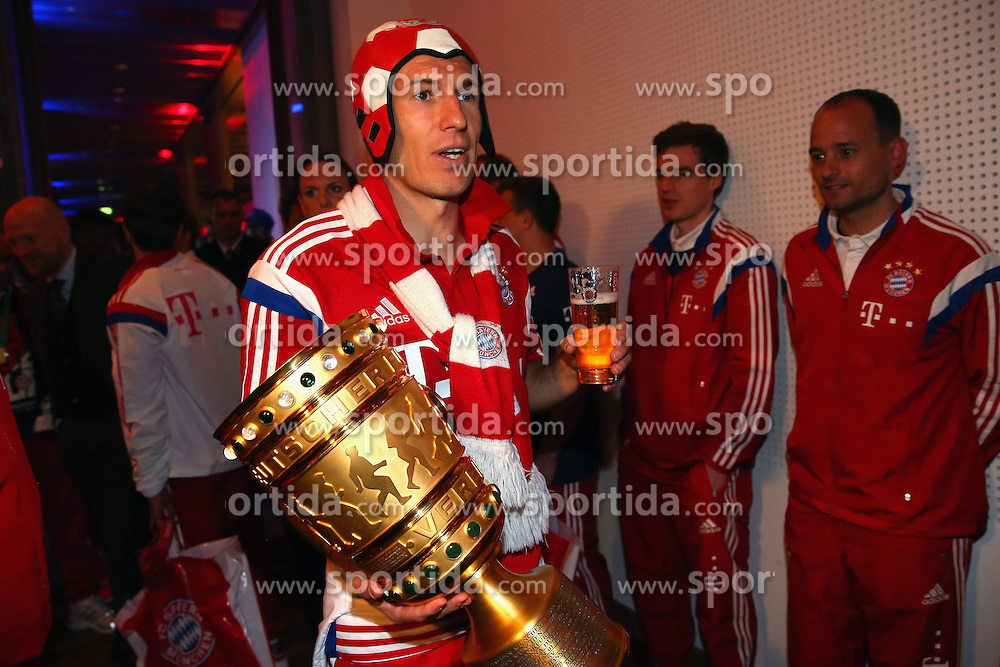 17.05.2014, T Com, Berlin, GER, DFB Pokal, Bayern Muenchen Pokalfeier, im Bild Arjen Robben of Bayern Muenchen. Arjen Robben, // during the FC Bayern Munich &quot;DFB Pokal&quot; Championsparty at the T Com in Berlin, Germany on 2014/05/17. EXPA Pictures &copy; 2014, PhotoCredit: EXPA/ Eibner-Pressefoto/ EIBNER<br /> <br /> *****ATTENTION - OUT of GER*****