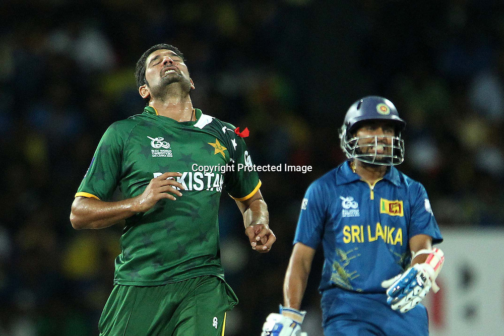 Sohail Tanvir reacts after bowling as  Tilakaratne Dilshan looks on during the ICC World Twenty20 semi final match between Sri Lanka and Pakistan held at the Premadasa Stadium in Colombo, Sri Lanka on the 4th October 2012<br /> <br /> Photo by Ron Gaunt/SPORTZPICS