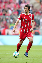 14.04.2018, Allianz Arena, Muenchen, GER, 1. FBL, FC Bayern Muenchen vs Borussia Moenchengladbach, 30. Runde, im Bild Mats Hummels (FC Bayern Muenchen #5) // during the German Bundesliga 30th round match between FC Bayern Munich and Borussia Moenchengladbach at the Allianz Arena in Muenchen, Germany on 2018/04/14. EXPA Pictures &copy; 2018, PhotoCredit: EXPA/ Eibner-Pressefoto/ Langer<br /> <br /> *****ATTENTION - OUT of GER*****