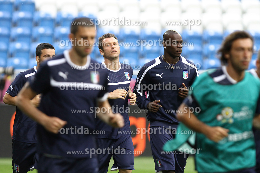 13.06.2012, Staedtisches Stadion, Posen, POL, UEFA EURO 2012, Italien, Training, im Bild MARIO BALOTELLI ( P) // during the during EURO 2012 Trainingssession of Italy national team, at the SMunicipal Stadium in Poznan, Poland on 2012/06/13. EXPA Pictures © 2012, PhotoCredit: EXPA/ Newspix/ Katarzyna Plewczynska..***** ATTENTION - for AUT, SLO, CRO, SRB, SUI and SWE only *****