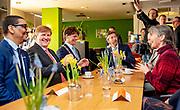Koning Willem-Alexander heeft een werkbezoek gebracht aan coöperatie de Vrije Uitloop in Breda. In deze coöperatie kunnen mensen in een veilige omgeving hun parttime onderneming starten met behoud van hun uitkering. <br /> <br /> King Willem-Alexander has paid a working visit to cooperative De Vrije Uitloop in Breda. In this cooperative people can start their part-time business in a safe environment while retaining their benefit.