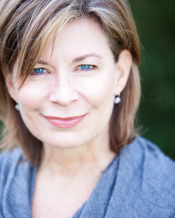 Actor and Executive Director of Kickshaw Theatre Julia Glander Headshot