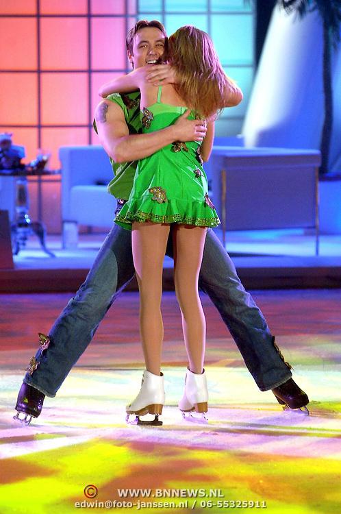 NLD/Hilversum/20070302 - 8e Live uitzending SBS Sterrendansen op het IJs 2007, Sita Vermeulen en schaatspartner Slawomir Borowiecki