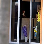NLD/Amsterdam/20080816 - Bloemen en foto in hal woning van pas overleden Percy Irausquin