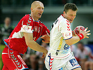 GEPA-26011050101 - INNSBRUCK,AUSTRIA,26.JAN.10 - SPORT DIVERS, HANDBALL - EHF Europameisterschaft, EURO 2010, Laenderspiel, Polen vs Tschechien. Bild zeigt Karol Bielecki (POL) und Karel Nocar (CZE). Foto: GEPA pictures/ Thomas Bachun.FOT. GEPA / WROFOTO.*** POLAND ONLY !!! ***