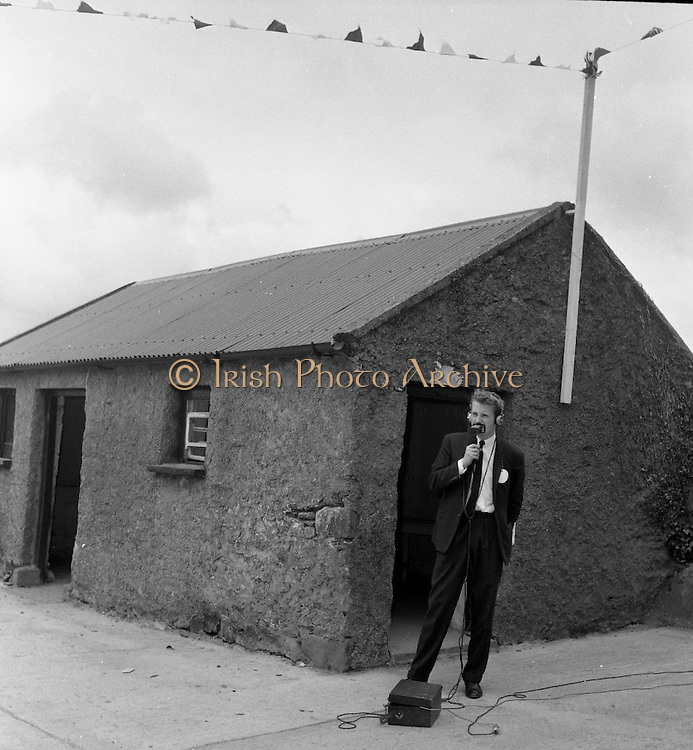 President John F. Kennedy visits his relations in Dunganstown, Co.Wexford. A reporter at work at the scene.<br /> 27.06.1963