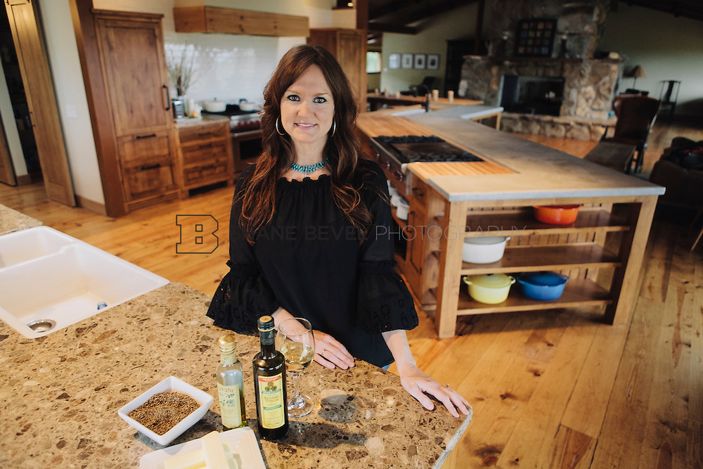 9/15/09 6:12:15 PM -- Ree Drummond, The Pioneer Woman, works in the kitchen in the lodge near her home on the Drummond Ranch near Pawhuska, Okla. ..Photo by Shane Bevel