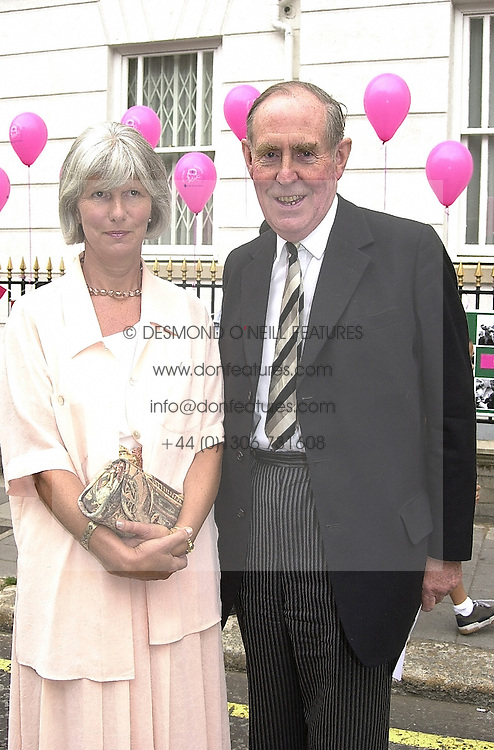 MR & MRS PETER BROOKE he is the MP at a party in London on 25th July 2000.OGK 79