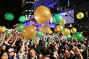 Des ballons ont été lancés dans la foule de spectateurs pendant le spectacle de DJ Champion au Festival de Jazz de Montréal en 2005.