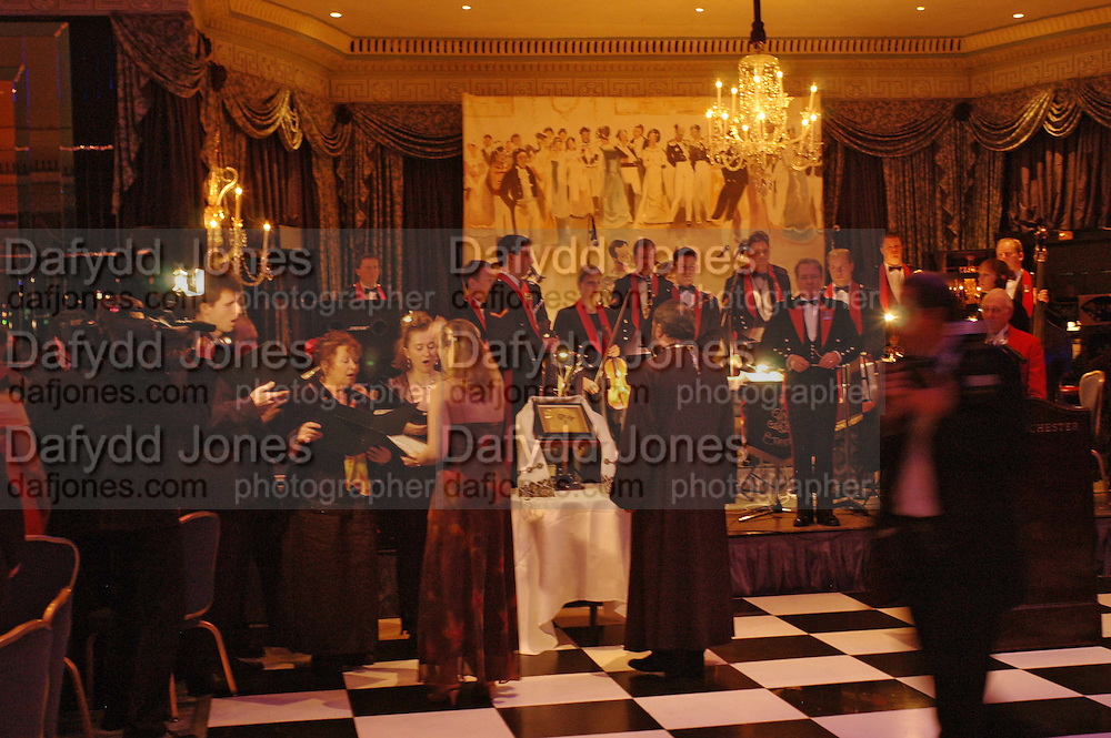 War and Peace charity Ball, Dorchester Hotel. Park Lane. London. 17 February 2005. ONE TIME USE ONLY - DO NOT ARCHIVE  © Copyright Photograph by Dafydd Jones 66 Stockwell Park Rd. London SW9 0DA Tel 020 7733 0108 www.dafjones.com