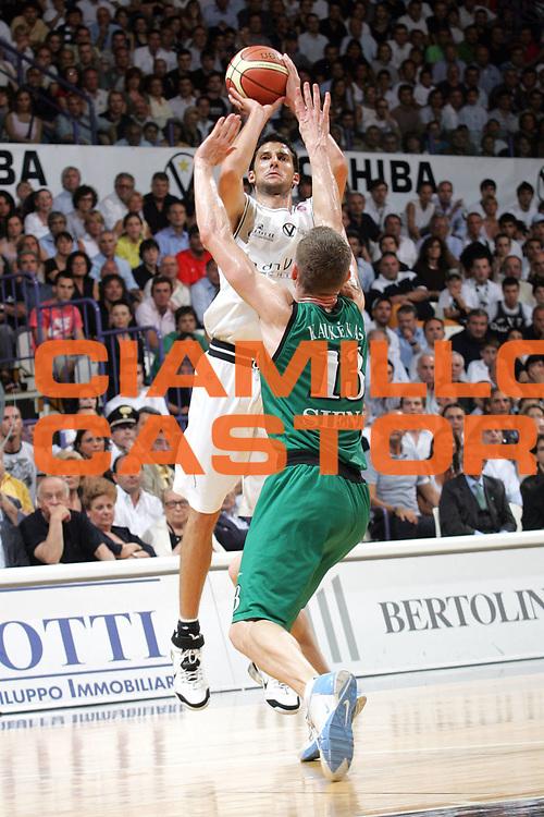 DESCRIZIONE : Bologna Lega A1 2006-07 Playoff Finale Gara 2 VidiVici Virtus Bologna Montepaschi Siena <br /> GIOCATORE : Dusan Vukcevic <br /> SQUADRA : VidiVici Virtus Bologna <br /> EVENTO : Campionato Lega A1 2006-2007 Playoff Finale Gara 2 <br /> GARA : VidiVici Virtus Bologna Montepaschi Siena <br /> DATA : 15/06/2007 <br /> CATEGORIA : Tiro <br /> SPORT : Pallacanestro <br /> AUTORE : Agenzia Ciamillo-Castoria