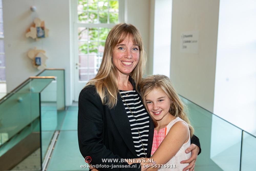NLD/Amsterdam/20190909 - Boekpresentatie Baantjer, Nienke Romer en dochter Rosa