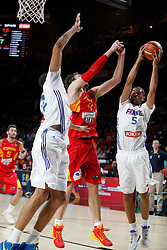 10.09.2014, Palacio de los deportes, Madrid, ESP, FIBA WM, Frankreich vs Spanien, Viertelfinale, im Bild Spain´s Pau Gasol (C) and France´s Batum (R) // during FIBA Basketball World Cup Spain 2014 Quarter-Final match between France and Spain at the Palacio de los deportes in Madrid, Spain on 2014/09/10. EXPA Pictures © 2014, PhotoCredit: EXPA/ Alterphotos/ Victor Blanco<br /> <br /> *****ATTENTION - OUT of ESP, SUI*****