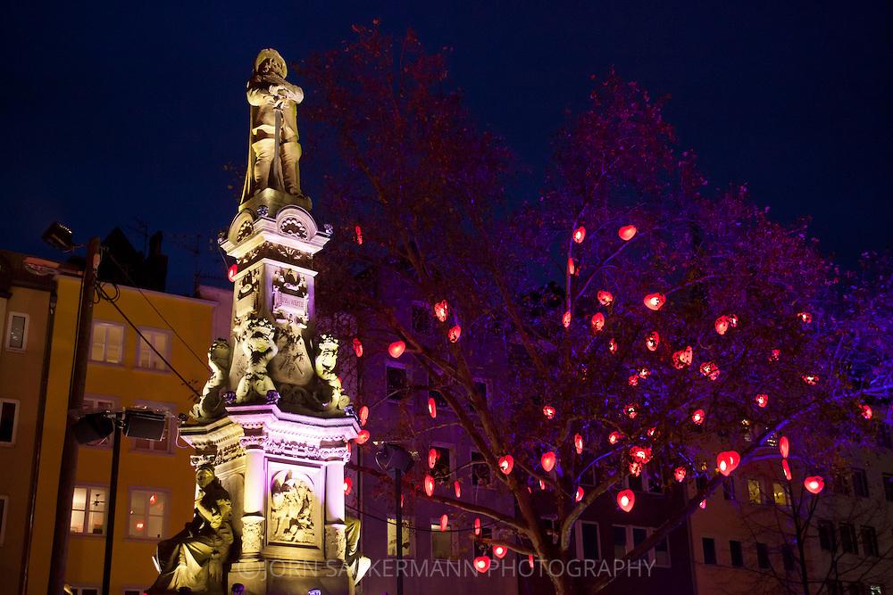Europa, Deutschland, Koeln, Jan-von-Werth Brunnen auf dem Alter Markt in der Altstadt. - <br /> <br /> Europe, Germany, Cologne, Jan-von-Werth fountain at the Old market in the historic city center.