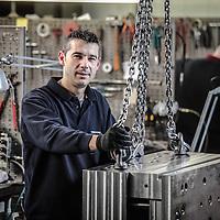 un operaio al lavoro in una piccola azienda metalmeccanica<br /> <br /> a worker to work in a small engineering company