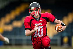East Kilbride Pirates quarter back in action - Mandatory by-line: Jason Brown/JMP - 27/08/2016 - AMERICAN FOOTBALL - Sixways Stadium - Worcester, England - Kent Exiles v East Kilbride Pirates - BAFA Britbowl Finals Day