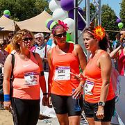 NLD/Amsterdam/20180701 - Evers staat op Run 2018, deelneemsters in oranje gekleed