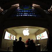 The Apple Store at Grand Central Terminal. Manhattan, New York, USA.  Photo Tim Clayton
