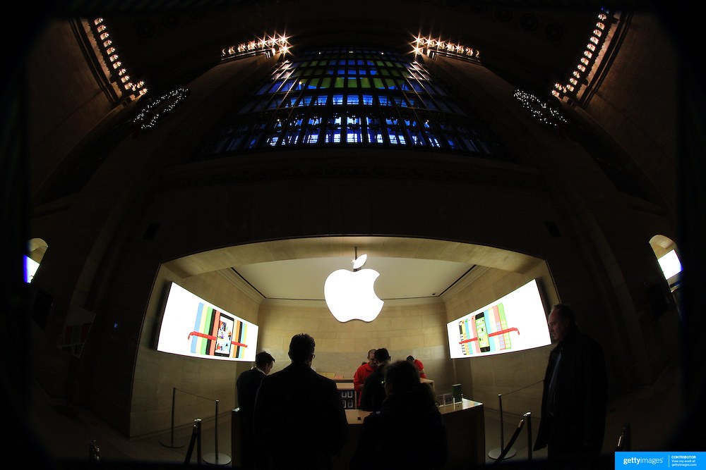 The Apple Store at Grand Central Terminal. Manhattan, New York, USA.  Photo Tim Clayton
