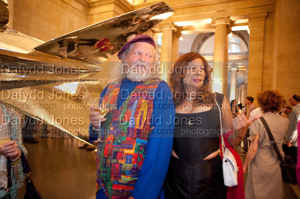 LORD BATH; TRUDIE JUGGERNAUT SHARMA, Tate Summer Party. Celebrating the opening of the  Fiona Banner. Harrier and Jaguar. Tate Britain. Annual Duveens Commission 29 June 2010. -DO NOT ARCHIVE-© Copyright Photograph by Dafydd Jones. 248 Clapham Rd. London SW9 0PZ. Tel 0207 820 0771. www.dafjones.com.
