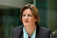 """08 NOV 2003, BERLIN/GERMANY:<br /> Kerstin Giese, MdB, SPD, Sprecherkreis Netzwerk, Diskussionsveranstaltung unter dem Motto """"Die neue SPD: Meschen staerken. Wege oeffnen."""" zur Vorstellung eines Entwurfs fuer ein neues Grundsatzprogramm der SPD von SPD Bundestagsabgeordneten des Netzwerks, Willy-Brandt-Haus<br /> IMAGE: 20031108-01-066"""