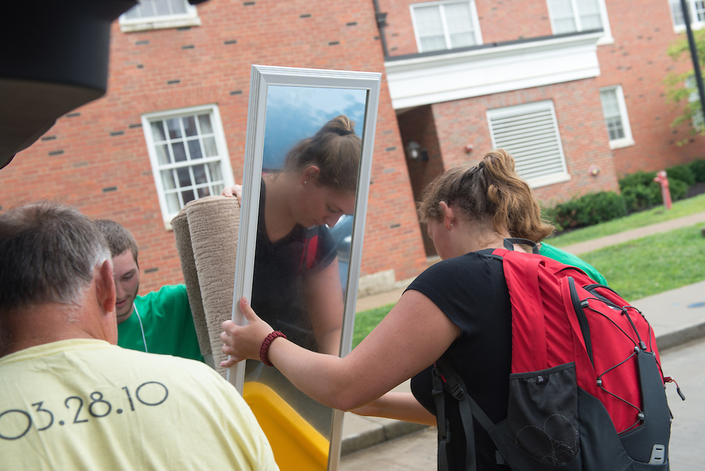 Sophomore Laura Conley (Right)  moves into her residence hall on East Green. Photo by Ben Siegel