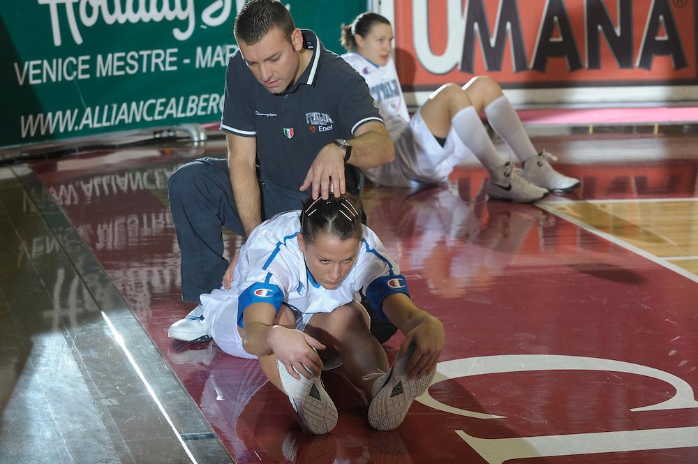 DESCRIZIONE : Venezia Additional Qualification Round Eurobasket Women 2009 Italia Croazia<br /> GIOCATORE : Chiara Pastore<br /> SQUADRA : Nazionale Italia Donne<br /> EVENTO : Italia Croazia<br /> GARA :<br /> DATA : 10/01/2009<br /> CATEGORIA : Before<br /> SPORT : Pallacanestro<br /> AUTORE : Agenzia Ciamillo-Castoria/M.Gregolin