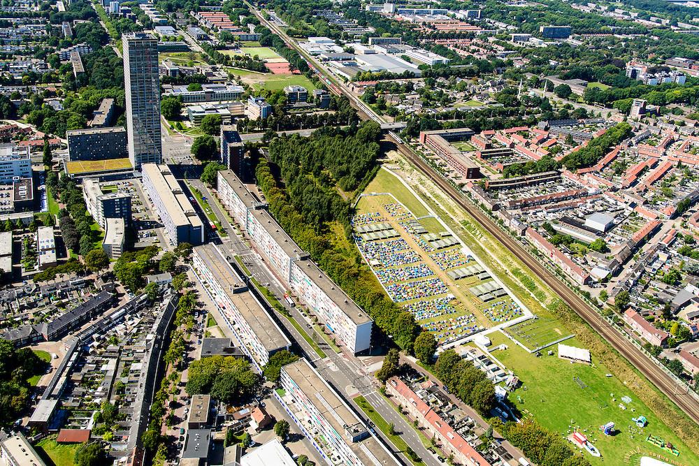 Nederland, Noord-Brabant, Tilburg, 23-08-2016; Hart van Brabantlaan met Stadscamping Tilburg op het voormalig Van Gend en Loos-terrein. Pop-up (festival)camping in het centrum van Tilburg. Links de hoogbouw Westpont.<br /> Festival Mundial Camping 2016.<br /> <br /> luchtfoto (toeslag op standard tarieven);<br /> aerial photo (additional fee required);<br /> copyright foto/photo Siebe Swart