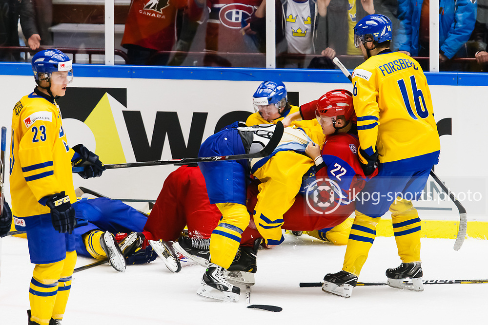 140104 Ishockey, JVM, Semifinal,  Sverige - Ryssland<br /> Icehockey, Junior World Cup, SF, Sweden - Russia.<br /> Gruff mellan Vadim Khlopotov, (RUS) gruffar/fightas med Jesper Pettersson, (SWE).<br /> Endast f&ouml;r redaktionellt bruk.<br /> Editorial use only.<br /> &copy; Daniel Malmberg/Jkpg sports photo