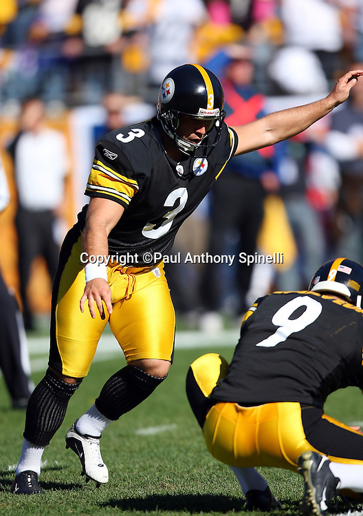 Pittsburgh Steelers kicker Jeff Reed (3) attempts a field goal during pregame warmups at the NFL football game against the Minnesota Vikings, October 25, 2009 in Pittsburgh, Pennsylvania. The Steelers won the game 27-17. (©Paul Anthony Spinelli)