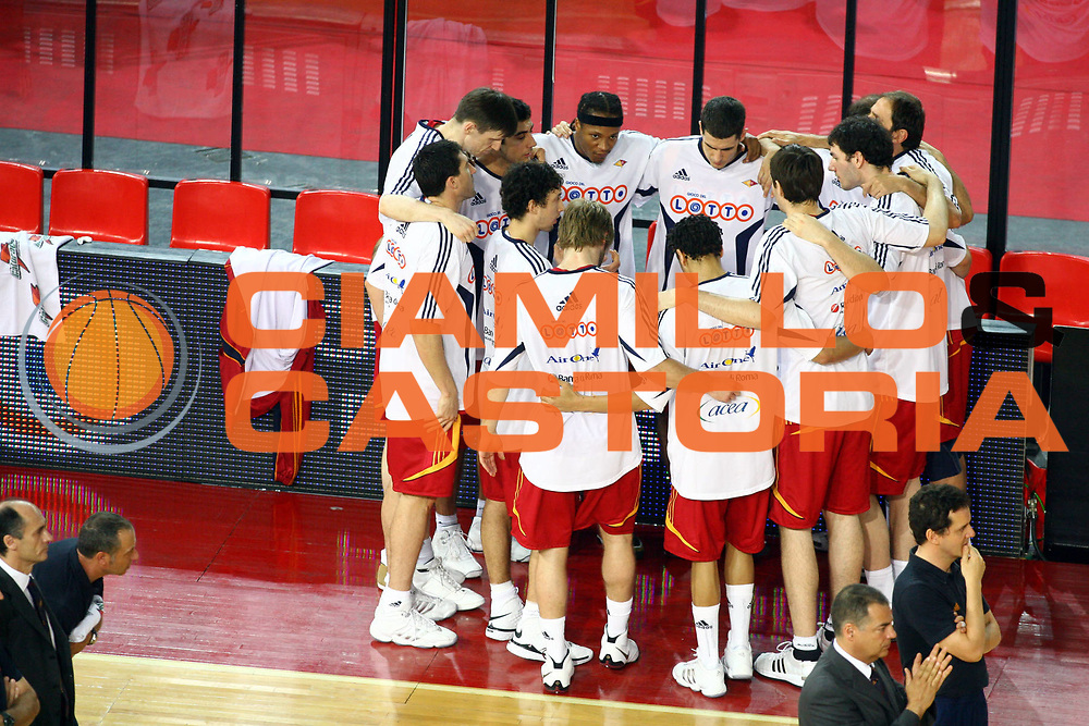 DESCRIZIONE : Roma Lega A1 2007-08 Playoff Finale Gara 4 Lottomatica Virtus Roma Montepaschi Siena<br />GIOCATORE : Before Acea Team Lottomatica Virtus Roma<br />SQUADRA : Lottomatica Virtus Roma<br />EVENTO : Campionato Lega A1 2007-2008 <br />GARA : Lottomatica Virtus Roma Montepaschi Siena <br />DATA : 10/06/2008 <br />CATEGORIA : Before<br />SPORT : Pallacanestro <br />AUTORE : Agenzia Ciamillo-Castoria/G.Ciamillo
