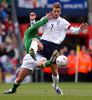 Fotball<br /> VM-kvalifisering<br /> England v Nord Irland<br /> 26. mars 2005<br /> Foto: Digitalsport<br /> NORWAY ONLY<br /> England's David Beckham and Northern Ireland's Tommy Doherty battle for the ball