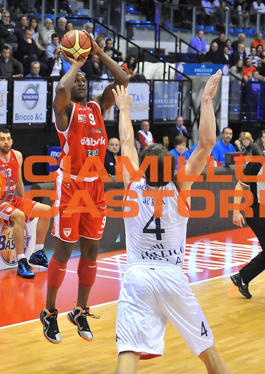 DESCRIZIONE : Biella Lega A 2011-12 Angelico Biella Cimberio Varese<br /> GIOCATORE : Yakhouba Diawara<br /> SQUADRA : Cimberio Varese<br /> EVENTO : Campionato Lega A 2011-2012 <br /> GARA : Angelico Biella Cimberio Varese <br /> DATA : 09/04/2012<br /> CATEGORIA : Tiro<br /> SPORT : Pallacanestro <br /> AUTORE : Agenzia Ciamillo-Castoria/ L.Goria<br /> Galleria : Lega Basket A 2011-2012 <br /> Fotonotizia : Biella Lega A 2011-12  Angelico Biella Cimberio Varese <br /> Predefinita