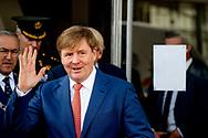 ROTTERDAM - Koning Willem-Alexander voorafgaand aan het jubileumcongres ter gelegenheid van het 175-jarig bestaan van de Koninklijke Notariele Beroepsorganisatie (KNB) in de Van Nelle Fabriek in Rotterdam. ANP ROYAL IMAGES ROBIN UTRECHT **NETHERLANDS ONLY*
