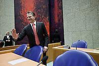 Nederland. Den Haag, 25 maart 2009.<br /> Rouvoet, Bos en balkenende leggen in de Tweede Kamer een verklaring af n.a.v. het gesloten akkoord. Wouter Bos zwaait naar een fotograaf. De top van het kabinet en de sociale partners hebben gisteravond laat een principe-akkoord gesloten. Coalitieberaad, crisisakkoord<br /> Foto Martijn Beekman