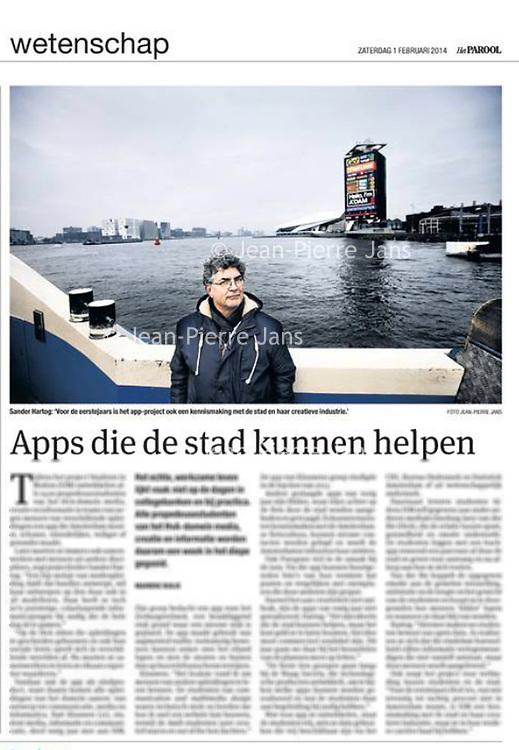 Tekst en beeld zijn auteursrechtelijk beschermd en het is dan ook verboden zonder toestemming van auteur, fotograaf en/of uitgever iets hiervan te publiceren <br /> <br /> Parool 1 februari 2014: Sander Hartog en een app-project