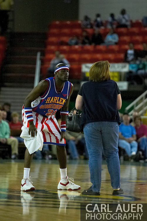 "05 May 2006: Kevin ""Special K"" Daley tries to get a kiss from the woman who he stole a purse from during the Harlem Globetrotters vs the New York Nationals at the Sulivan Arena in Anchorage Alaska during their 80th Anniversary World Tour."