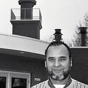 NLD/Huizen/19950109 - Dhr.Tarronti bij de moskee in Zeist