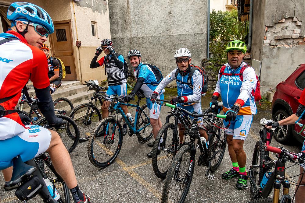10-09-2017 FRA: BvdGF Tour du Mont Blanc day 2, St. Gervais<br /> Omgeven door imposante bergtoppen en vergezichten rijden we over mooie paden en trails naar de plaats St. Gervais waar we overnachten / Carlos, Elias, Marc, Rene, Jeroen