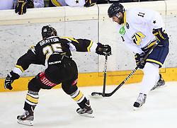 31.08.2013, Albert Schultz Eishalle, Wien, AUT, European Trophy, UPC Vienna Capitals vs HV71, im Bild Benoit Gratton, (UPC Vienna Capitals, #25) und Aaron Gagnon, (HV71, #11)  // during the European Trophy Icehockey match betweeen UPC Vienna Capitals (AUT) vs HV71 (SWE) at the Albert Schultz Eishalle, Vienna, Austria on 2013/08/31. EXPA Pictures © 2013, PhotoCredit: EXPA/ Thomas Haumer