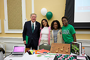 President Nellis poses with Alpha Kappa Alpha.