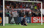 n/z.: bramkarz Jerzy Dudek (nr1-Liverpool) po utracie pierwszego gola podczas meczu finalowego Ligi Mistrzow FC Liverpool (czerwone) - AC Milan (biale) 3:3 karne 3:2 , liga mistrzow , final sezon 2004/2005 , pilka nozna , Turcja , Stambul , 25-05-2005 , fot.: Adam Nurkiewicz / mediasport..goalkeeper Jerzy Dudek (nr1-Liverpool) after miss first goal during final Champions League soccer match in Istambul. May 25, 2005 ; FC Liverpool (red) - AC Milan (white) 3:3 penalty 3:2 ; Champions League , final season 2004/2005 , football , Turkey , Istambul ( Photo by Adam Nurkiewicz / mediasport )