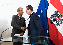 30.04.2019, Bundeskanzleramt, Wien, AUT, Bundesregierung, Pressekonferenz zur Presentation der Steuerreform, im Bild Finanzminister Hartwig Löger (ÖVP) und Vizekanzler Heinz-Christian Strache (FPÖ) // Austrian Minister for Finance Hartwig Loeger and Austrian Vice Chancellor Heinz-Christian Strache during media conference due to fiscal reform at federal chancellors office in Vienna, Austria on 2019/04/30 EXPA Pictures © 2019, PhotoCredit: EXPA/ Michael Gruber