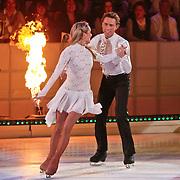 NLD/Hilversum/20110128 - Live show Sterren Dansen op het IJs2011, Michael Boogerd schaatst met zijn partner zijn eerste kuhr