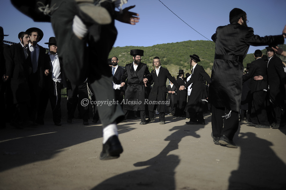 ISRAEL, MERON : Ultra-Orthodox Jews celebrate at the grave site of Rabbi Shimon Bar Yochai in the northern Israeli village of Meron in the early hours of May 22, 2011 at the start of the day-long holiday of Lag Baomer that commemorates the Jewish scholar's death. Thousands of religious Jews light large bonfires all night long and visit the shrine of Bar Yochai, one of the most prominent sages in Jewish history, during the holiday. ALESSIO ROMENZI