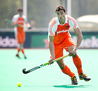ROTTERDAM - HOCKEY -  Glenn Schuurman tijdens de oefenwedstrijd tussen de mannen van Nederland en Engeland (2-1) . FOTO KOEN SUYK