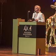 NLD/Utrecht/20181005 - L'OR Gouden Kalveren Gala 2018, Monique van der Ven reikt gouden kalf uit