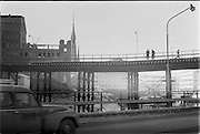 Malmskillnadsgatan på provisorisk bro över Hamngatan, Sergels torg.