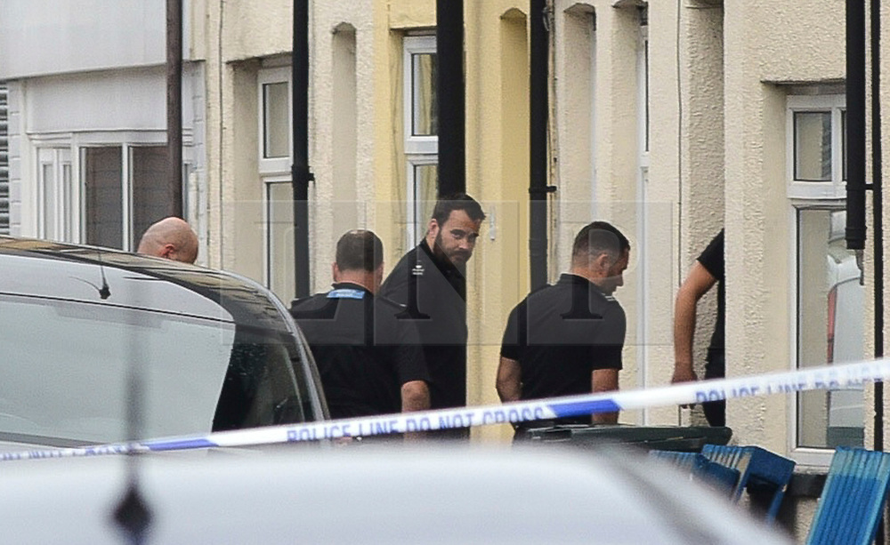 © London News Pictures. 20/09/2017. Newport,UK. Counter terror and scene of crime police officers continue to  search a property in Newport, Wales where a 25 year old terror suspect was arrested at 7pm on Tuesday evening in connection with the Parsons Green tube stations bombing . Picture credit: Ian Homer/LNP