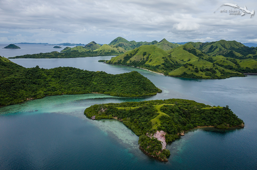 Aerial view of the channel between Pulau Nisapurung and Boasala. Komodo National Park, Indonesia.